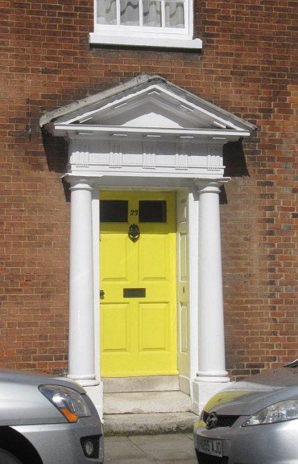 Chichester. Lubię te kolorowe drzwi