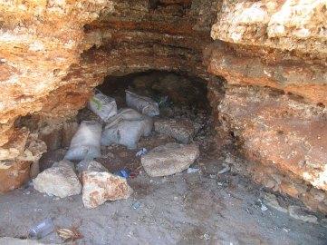 Jest jaskinia to muszą być śmieci
