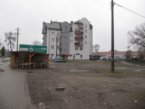 Przy głównej ulicy miasta