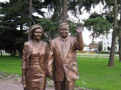 Ktoś mniej więcej podobny do Kaczyńskiego z Marią Kaczyńską