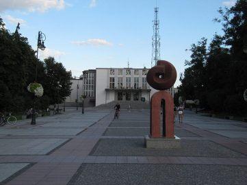 Teatr - prowincjonalny modernizm (lubię)