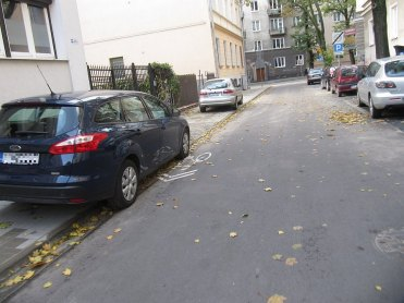 Solna po remoncie. Na tym chodniku nie ma parkowania