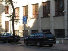 ul. Chopina. Strefa płatnego parkowania i bezpłatne miejsce w ramach tej strefy