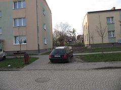 Parkowanie w trawie. Wiocha