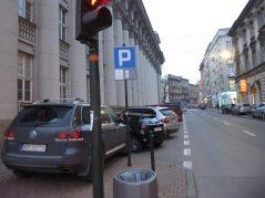 Każdy wolny skrawek chodnika - parking