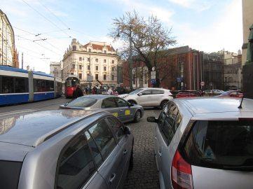 Samochody bardzo psują obraz miasta