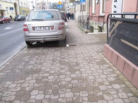 Tu się nie parkuje, bo jest za wąsko.