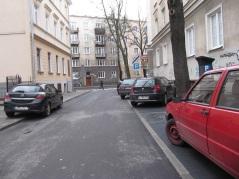 Parkowanie równoległe po prawej. Zakaz parkowania po lewej