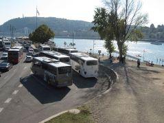 Gdzieś muszą parkować autobusy. Szkoda, że tak, to jest widok z najsłyniejszego mostu