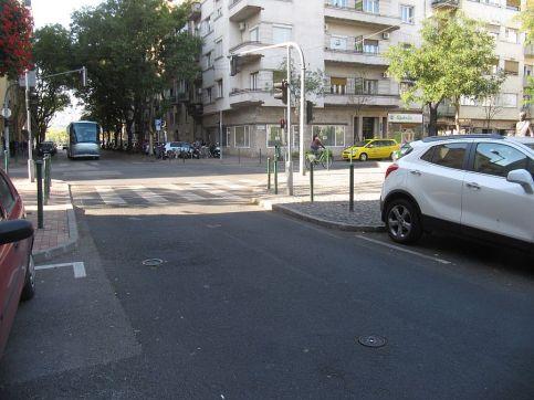 Wysunięte chodniki na skrzyżowaniach, zero parkowania